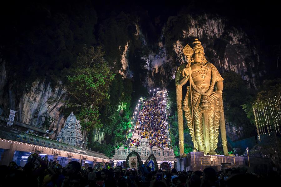 https://www.cyber-rt.info/wp-content/uploads/2020/02/BatuCaves-Thaipusam.jpg